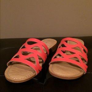 Kelly & Katie flat sandals